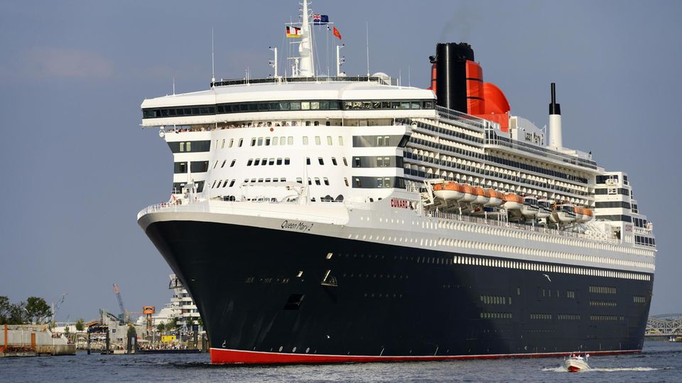 """Die """"Queen Mary 2"""", das Flaggschiff der britischen Cunard-Reederei"""