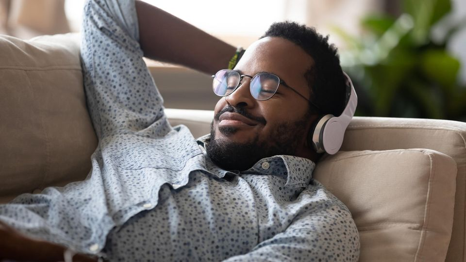 Hörspiele für Erwachsene: 12 Empfehlungen zum Abschalten und Entspannen