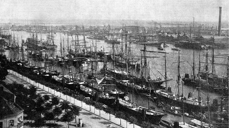 Hamburger Hafen: Nach eindrücklichem Zureden durch Robert Koch fährt der Senat das öffentliche Leben herunter. Leere Straßen und ein verwaister Hafen sind die Folge.