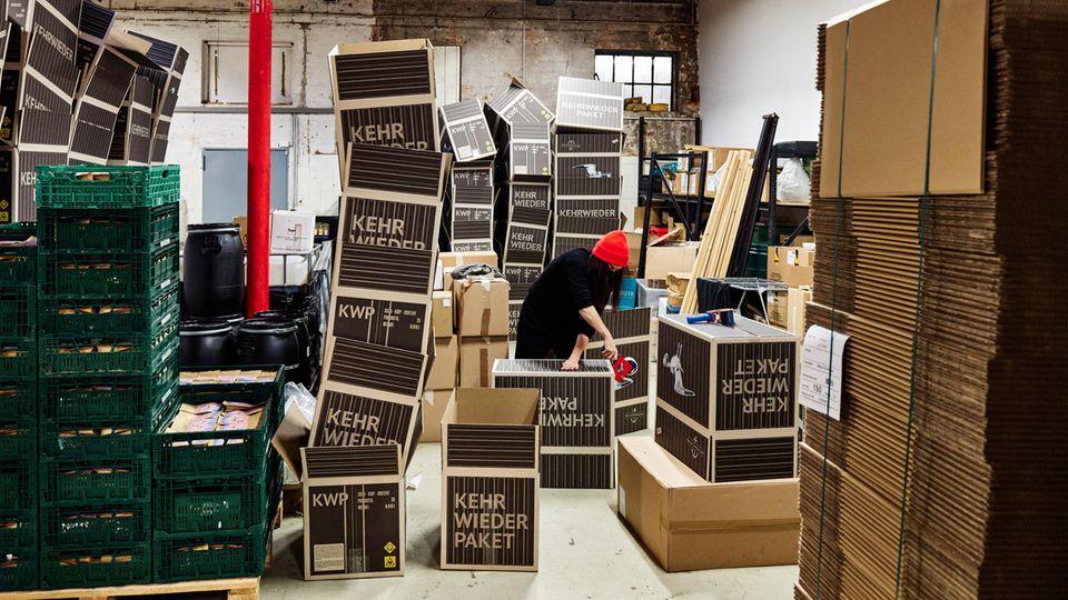 """Ausverkauft: Das """"Kehrwiederpaket""""derSolidaritätsaktion mit dem Motto: """"Wenn ihr nicht zu uns kommen könnt, kommt Hamburg eben zu euch"""","""
