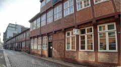 Bäckerbreitergang: Was vom früheren Gängeviertel übriggeblieben ist, sind diese gemütlichen Fachwerkhäuser. Zum Teil wurden die Gebäude um 1780 erbaut. So hell und sauber wie heute war es damals aber bei Weitem nicht.