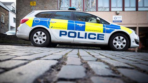Geparktes Polizeiauto in Edinburgh, Schottland