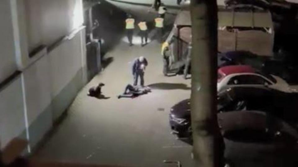 Standbild Überwachungskamera Veysel Kilic verletzt am Boden