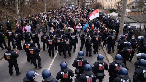 Polizei auf Demonstration von Coronavirus-Leugnern in Dresden