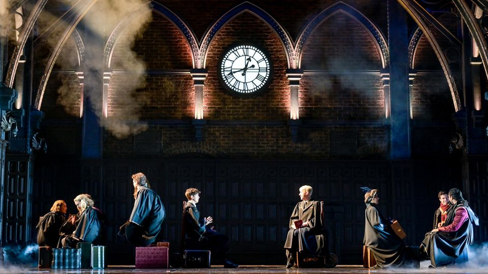 """Premiere auf den 5. Dezember 2021 verschoben:Fotoprobe des Theaterstücks """"Harry Potter und das verwunschene Kind"""" auf der Bühne desMehr! Theaters am Großmarkt."""