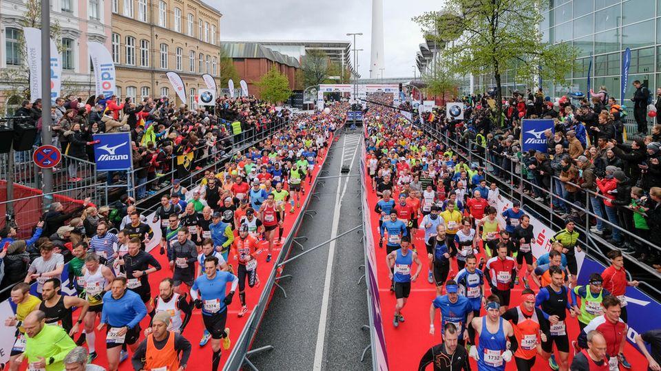 Beim Start desHamburger Haspa-Marathons an den Messehallen (Archivbild)