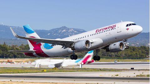 Airbus von Eurowings hebt vom Flughafen Palma de Mallorca ab
