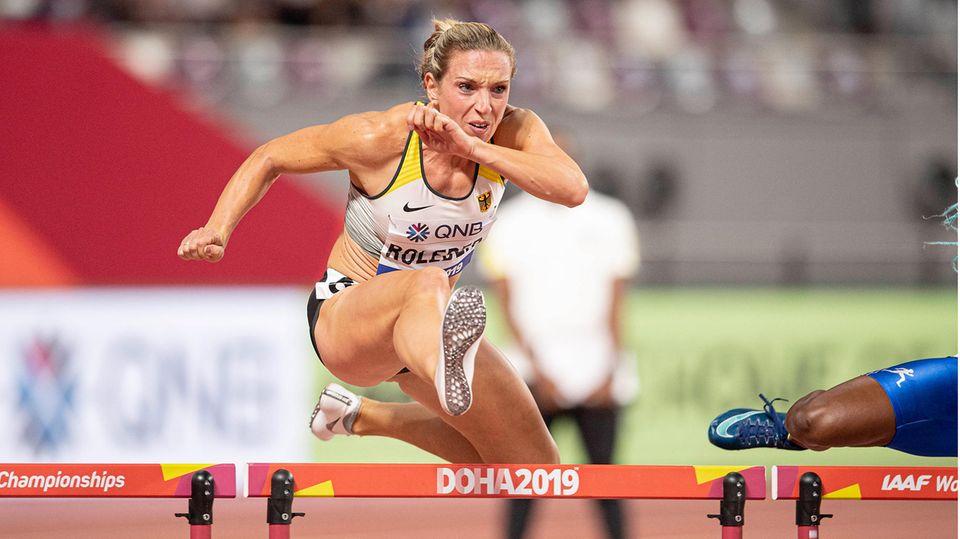 Cindy Roleder überwindet eine Hürde bei der Weltmeisterschaft in Doha 2019