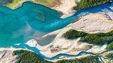 Die Isar, wie sie in den Sylvensteinspeicher mündet. Beeindruckend sind die unterschiedlichen Farben von See und Flussverästelungen.