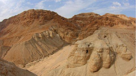 Die Qumran-Höhlen, in denen viele der uralten Schriften gefunden wurden