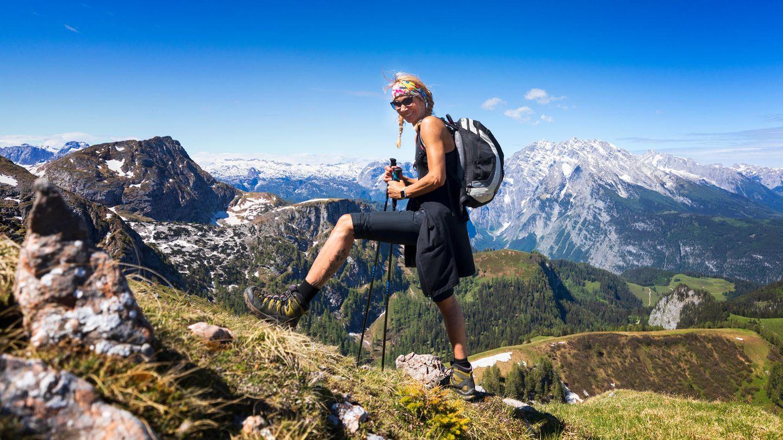 Beim Wandern kann ein Stock nützlich sein