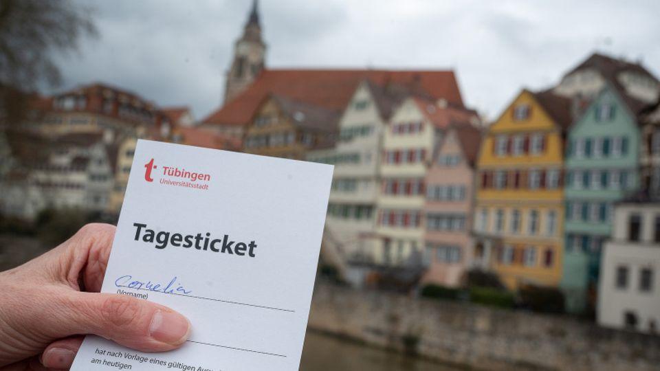 Corona-Schnelltest: Tübingen lockt Menschen zum Shoppen in die Innenstadt