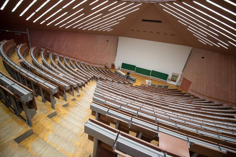 Herausforderung für Hochschulen: Gähnende Leere: Seit einem Jahr finden Vorlesungen nur noch virtuell statt