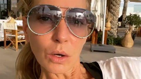 Giulia Siegel schaut in ihrer Instagram-Story in die Kamera