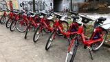 Unverkennbar: Die Stadträder in Hamburg sind mit ihrer roten Farbe leicht zu finden.