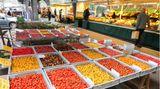 Im Tomaten-Himmel: Auf dem Isemarkt gibt es eine riesige Auswahl an Tomaten, ob gelbe oder rote.