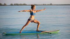Erhöhter Schwierigkeitsgradbeim Yoga auf dem Wasser: die innere Mitte finden.