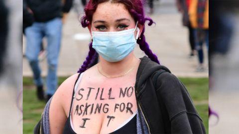 Die stärksten Protest-Plakate zum Fall Sarah Everard – und warum diese so wichtig sind