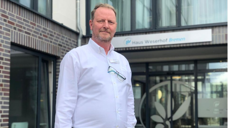"""""""Es ist ein Albtraum, und das Schlimme ist, er nimmt kein Ende."""" Thomas Gerbert-Jansen leitet das Pflegeheim Haus Weserhof in Bremen. Um Weihnachten gab es einen großen Corona-Ausbruch im Heim. Nun blickt Gerbert-Jansen mit Sorgen auf Ostern."""