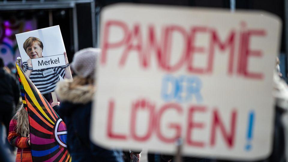Querdenker-Demonstration gegen Angela Merkel und die Corona-Maßnahmen