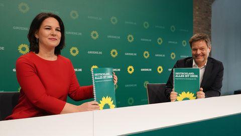 Die Parteispitze der Grünen präsentiert ihr Wahlprogramm