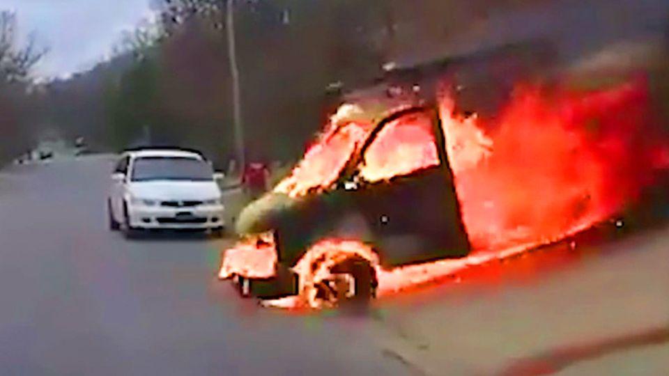 Rheinland-Pfalz: Wohnwagen löst sich von Auto und erfasst Radfahrer – 64-Jähriger stirbt