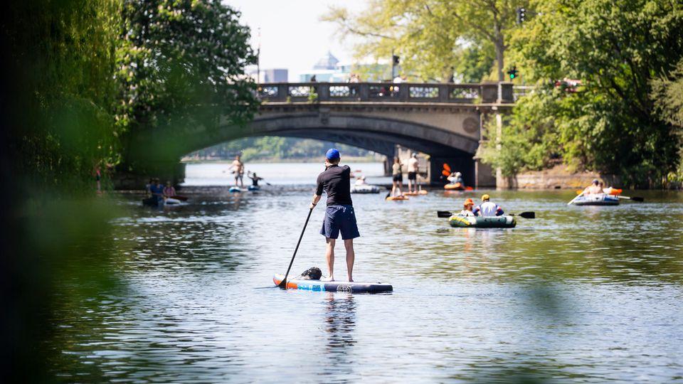 Stand-Up-Paddlingauf den Kanälen und Alsterzuflüssen im Grünen