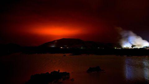 Die Lava desFagradalsfjall erhellte den Nachthimmel über Island