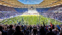 Das Volksparkstadion aus der Zuschauerperspektive. 57.000 Zuschauer*innen finden in der Arena Platz.