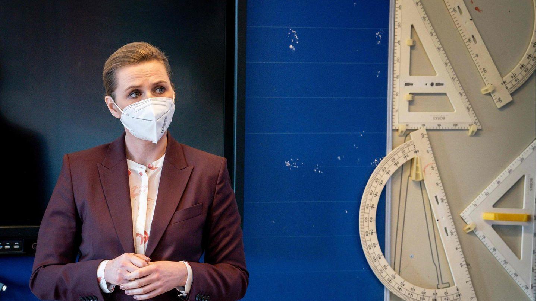 Dänemarks Ministerpräsidentin Mette Frederiksen bei einem Besuch einer Schule in Dalby