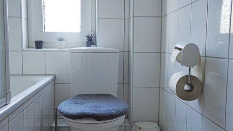 Bideo montiert im Badezimmer