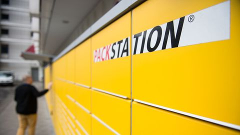 Ein Zwölfjähriger ist in Dortmund in ein Paketfach geklettert und musste von der Feuerwehr befreit werden