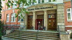 Das Hamburger Grindelviertel hat eine bewegte Vergangenheit: Vor der Nazi-Herrschaft war es das Zentrum jüdischen Lebens. Im Bild dieheutige Joseph-Carlebach-Schule, früherTalmud-Tora-Schule.