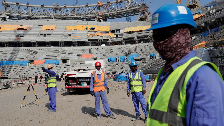 Katar: Bauarbeiter arbeiten am Lusail-Stadion, einem der Stadien der WM 2022