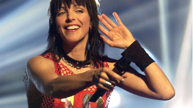 """Die Sängerin Nena tritt 2002 bei der Aufzeichnung der RTL-Serie """"Die 80er Show"""" auf"""