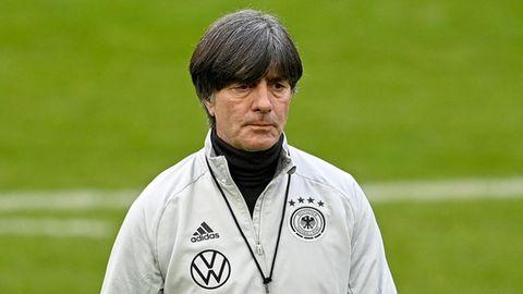 Entschlossener und ernster Blick: Joachim Löwwährend des Trainings in Düsseldorf