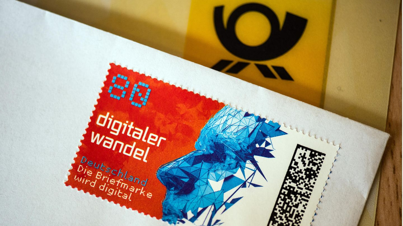 Nicht nur die Briefmarke wird digital: Neuerdings gibt es auch die Post online.