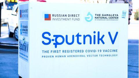 Lange hegte man Misstrauen gegenüber dem russischen Corona-Impfstoff Sputnik V. Jetzt wird er von der EMA geprüft.