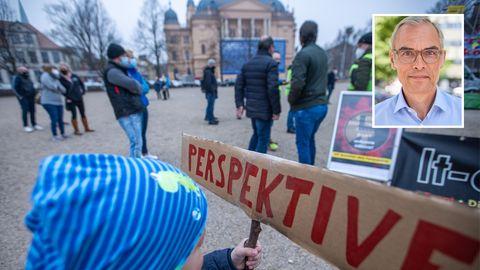 Protestaktion von Gastronomen, Einzelhändlern und Hotelbetreibern in Schwerin