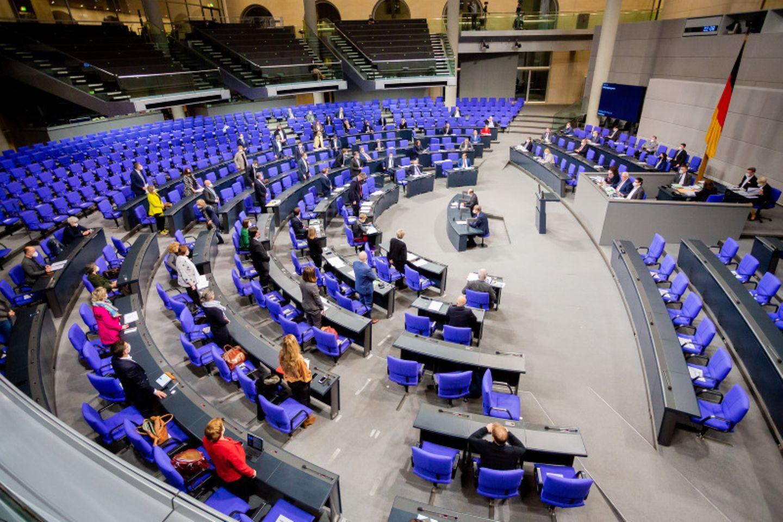 Abgeordnete bei einer Abstimmung im Bundestag