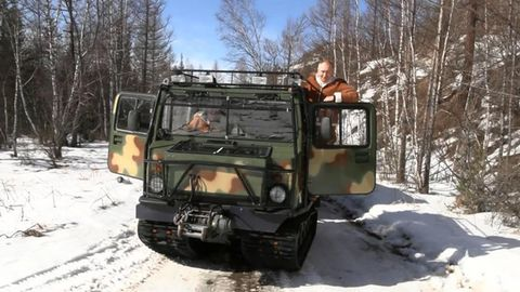 Der Chef fährt selbst. Putin in seinemGAZ-3351.