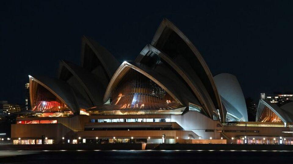 "Sidney macht bei der globalen ""Earth Hour"" den Anfang: Eine Stunde lang ist das berühmteOpernhaus zappenduster."