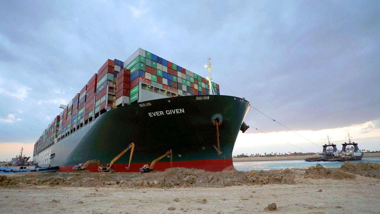 """Hängt seit fünf Tagen im Suezkanal fest: Die """"Ever Given""""eines japanischen Eigentümers ist eigentlich in Richtung Rotterdam unterwegs."""