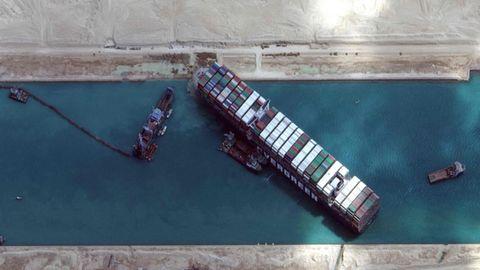 """Das Containerschiff """"Ever Given"""" von oben"""