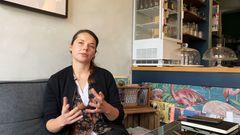 Im Café in guter Gesellschaft kann man Kaffee trinken und Kuchen essen – ohne dabei Müll zu produzieren, erklärt Alana. Zero Waste ist das Konzept der beiden Inhaberinnen, die das kleine Café auf St. Pauli 2017 eröffnet haben.