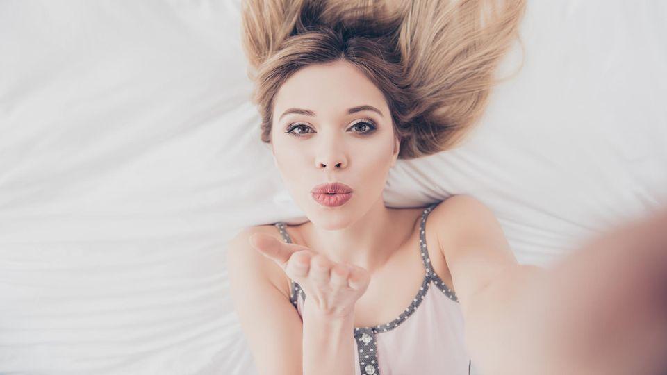 Frau macht erotische Fotos