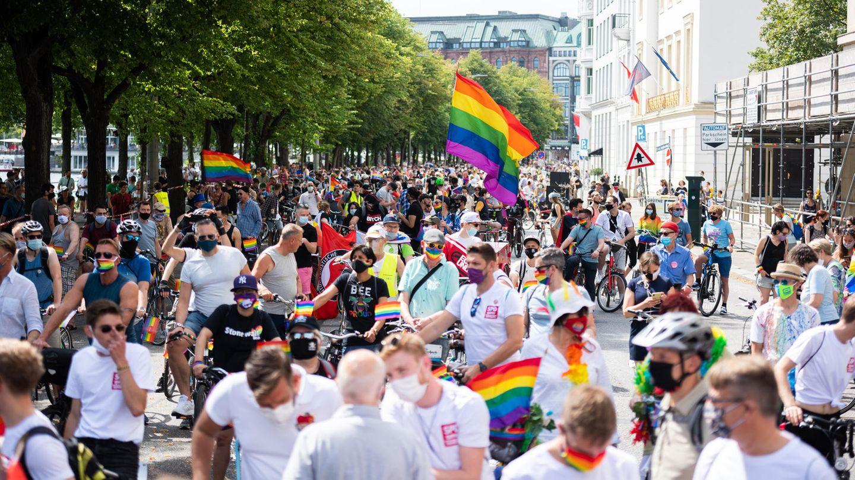 Fahrraddemo zum 40. Jahrestag des Christopher Street Days (CSD) in Hamburg