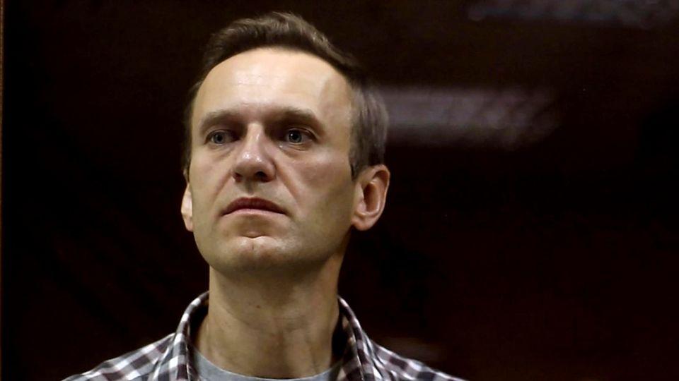 Alexej Nawalny bei einer Urteilsverkündung vor einem Gericht in Moskau
