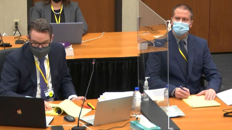 Der Angeklagte Derek Chauvin (rechts) und sein Verteidiger Eric Nelson