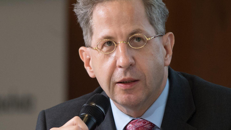 Hans-Georg Maaßen spricht in ein Mikrofon
